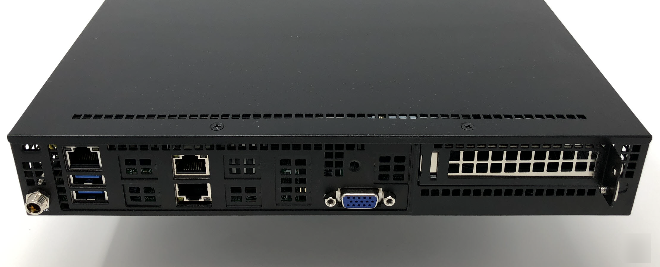 Hands-on the new Supermicro SuperServer SYS-E300-9D featuring 4 core